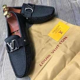 mocasines zapatos louis vuitton LV  negros para hombre en cuero hebilla