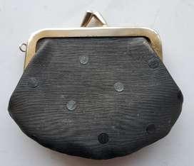 Monedero antiguo negro coleccion 9x8 cm