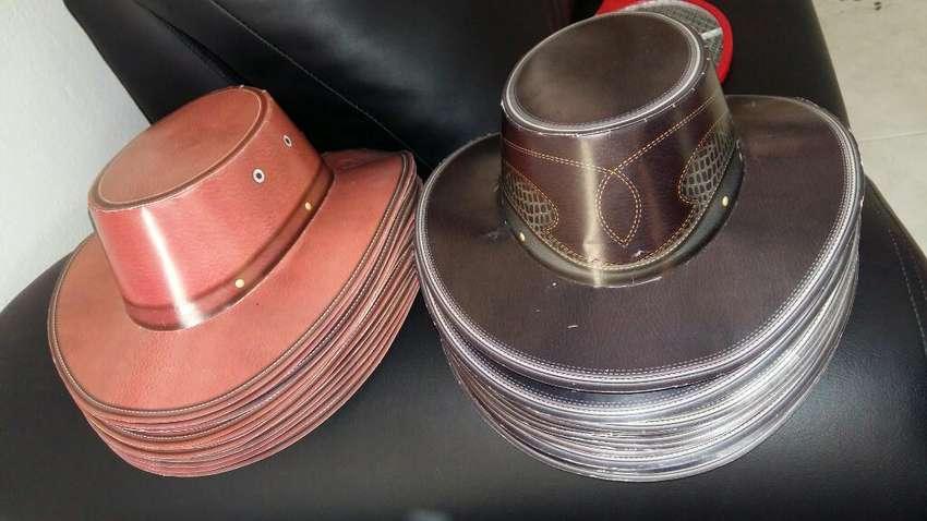 Sombreros de Carton Y Bolsos para Sorpre 0