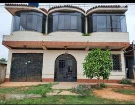 Venta de casa de dos pisos, a una cuadra de la AV. Colonización y la UGEL.