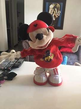 Mickey mouse baila, canta da vueltas