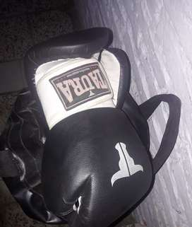 Bolsa de pegar guantes la piola para colgarlo y vendas.