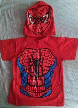 Remera con máscara spiderman y Batman