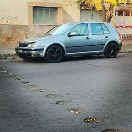 De MENDOZA ARGENTINA Vendo Volkswagen Golf mk4 1.6 format mod. 2003. Con neumática castor 8mm con control a distancia.