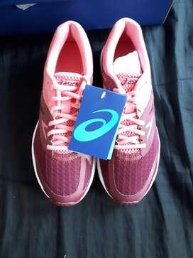 Vendo Zapatillas Asícs Amplica Running