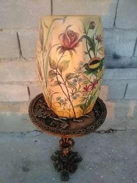 Hermoso jarrón pintado a mano al óleo