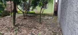 Venta de solar con pequeña casa a 150 metros de Gasolinera La Chiquita entrando x la Av Walter Andrade