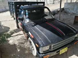 Venta de Camioneta Toyota Hilux año 1982 con baranda