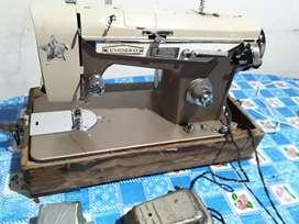 Máquina de coser EMDEKO