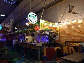 Restaurante plátano y maduro (Mangú) ubicado en Granada. Container park