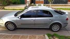 Vendo hermoso Laguna 2 modelo 2004 diesel.