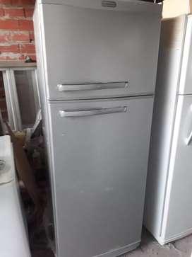 Heladera Standar Electric con freezer