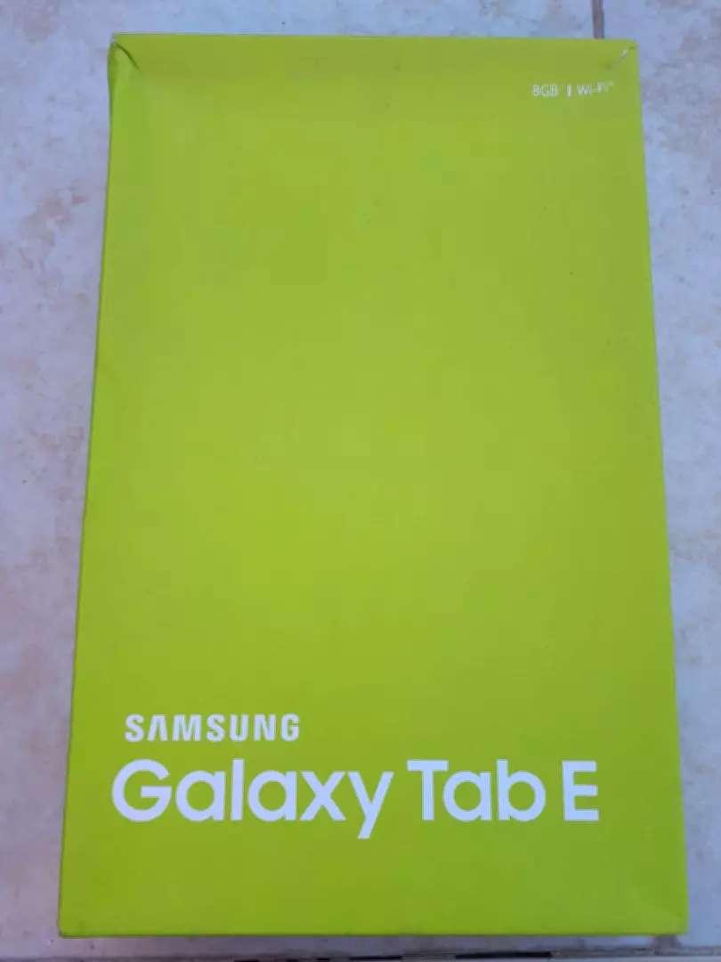 Tablet Samsung Galaxy Tan E pantalla 10 procesador Quad Core 1.3 GHz 0