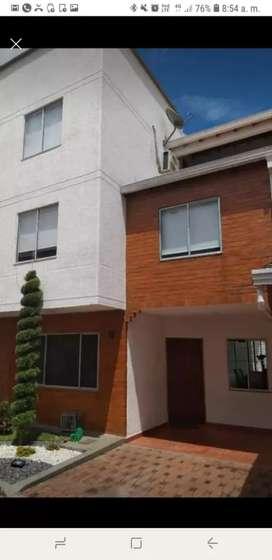 Vendo casa de 3 pisos en conjunto residencial barrio El Bosque