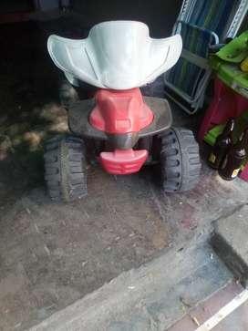 Vendo cuatriciclos helectrico para niño andando