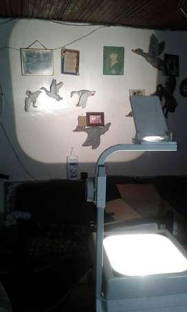 Vendo proyector de FILMINAS EXCELENTE ESTADO PERFECTO TIENE UNA POTENTE LAMPARA  Valor 250.000   BOGOTA COLOMBIA