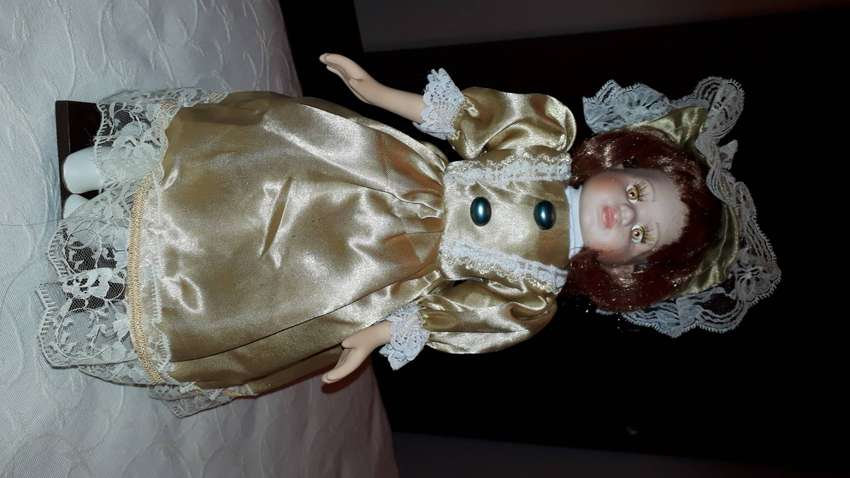 Muñeca de porcelana 0