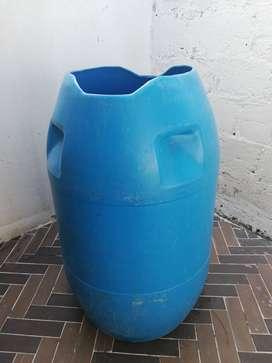 Se vende tanque plástico de 2750 Litros