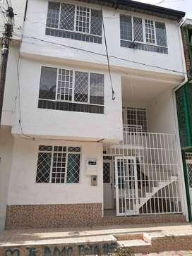 Vendo casa con 3 aptos independientes