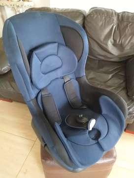 Hermosa silla de carro , exc estado poco tiempo de uso