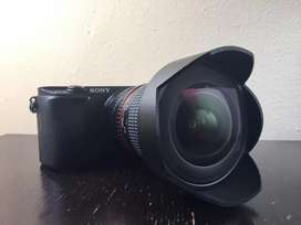 Lente Rokinon 14mm f/2.8  para Nikon con adaptador para Sony