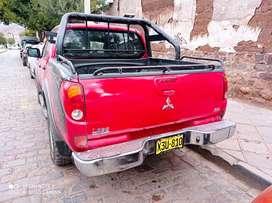 Camioneta L200 4x4