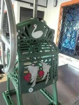 Maquina de raspados en perfecto estado, con mesa de acero inoxidable y aluminio
