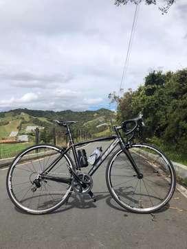 Bicicleta de ruta GW Shimano 105 11v rines Rs11 perfecto estado carbono ciclismo pista