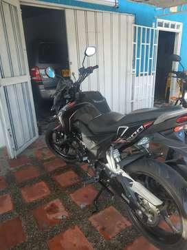 Se vende moto cr5 200 por motivo de viaje
