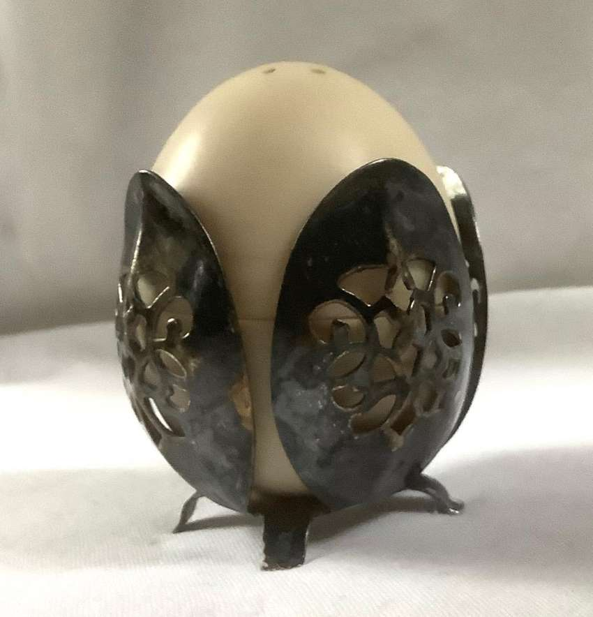 Salero en  forma de huevo. Antiguo en metal. Art Nouveau. 0