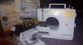 Maquina de coser seminueva