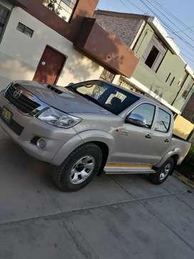 Toyota Hilux SR 4x4 año 2014