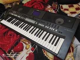 Teclado electrónico, marca Yamaha PSR S 650