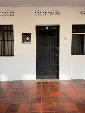 ARRIENDO CASA SECTOR GRAMA (PARA NEGOCIO U OFICINA)
