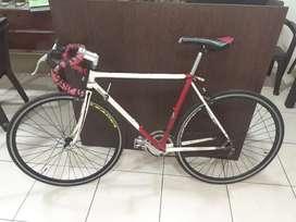 Bicicleta de ruta marca cannondale