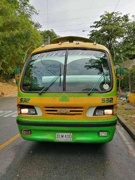 Buseta NPR chevrolet modelo 2000