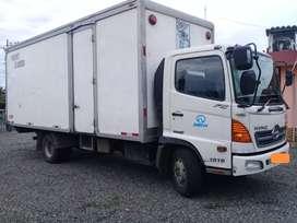 Vendo camión Hino  FC 2017, con furgón