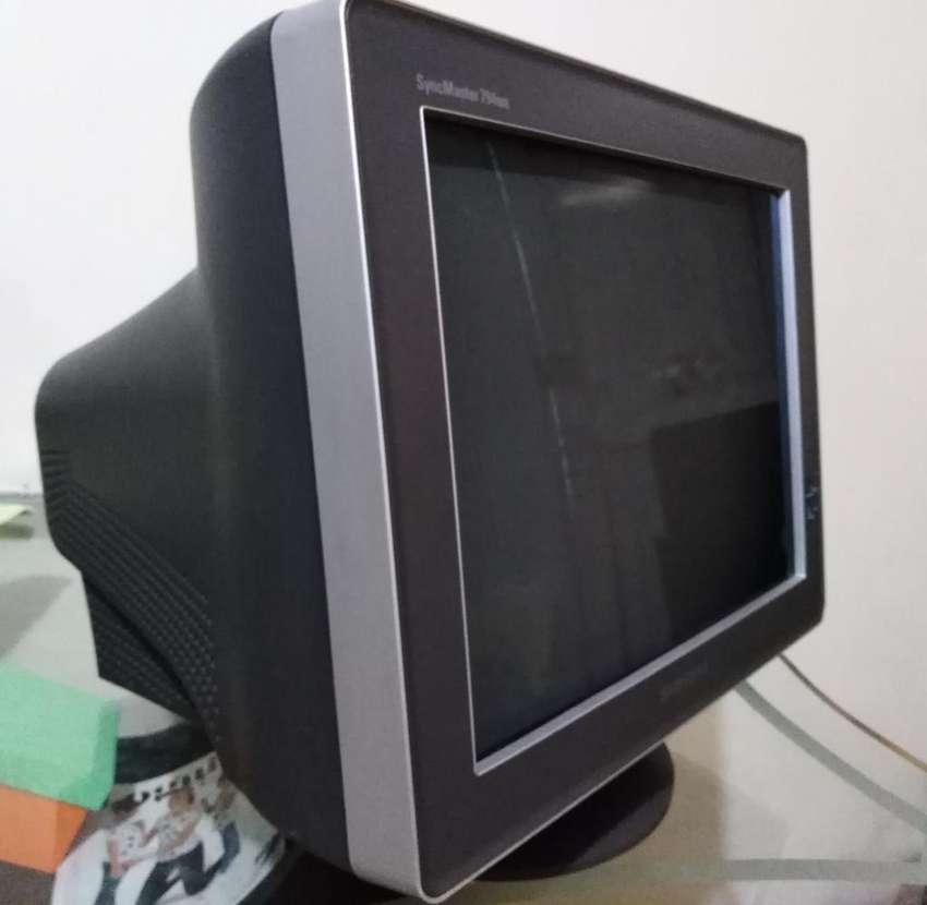 Se Vende Monitor Crt Syncmaster 794mb 0