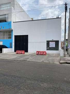 bodega  doble altura mezanine oficinas entradas por la calle y la carrera trifasica  casi nueva exelente ubicacion