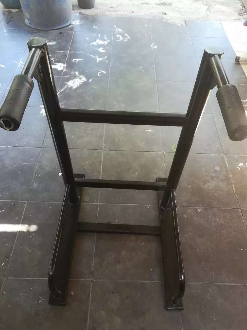Maquina para fondo y flexiones de pecho. 0