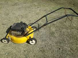Maquina de cortar pasto