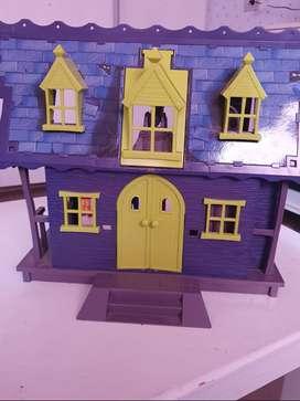 Mansion del terror Scooby Doo con personajes.