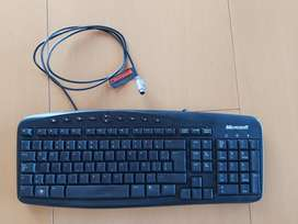 Teclado Microsoft wired keyboard 500 con Ñ ficha  común Exc.