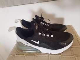 Vendo zapatillas nike 270 de mujer