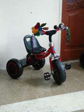 Triciclo  Coche Pedal cod 4738 infantil