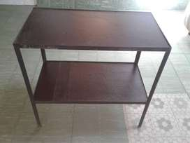 Mesa  para diversos usos.