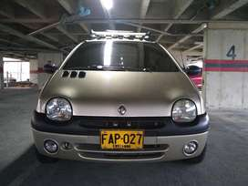 Twingo 2004 Refull con Aire Impecable