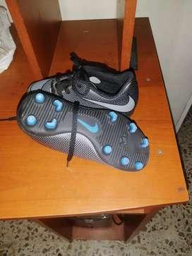 Guayos nike talla 29 y Adidas talla 31