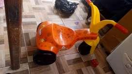 Triciclo naranja nuevo