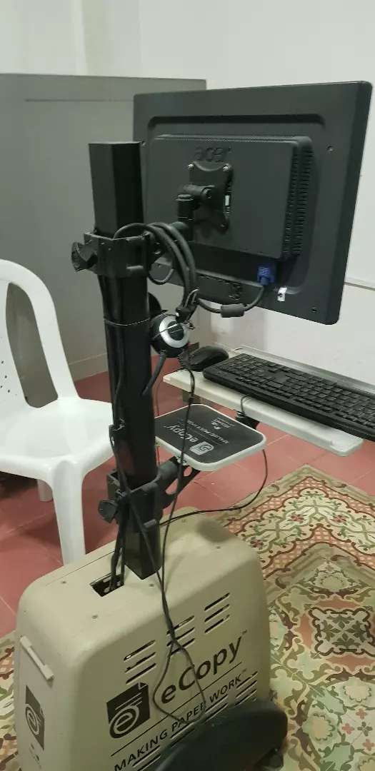 Vendo mesa para computador de escritorio. Ideales para sala de internet